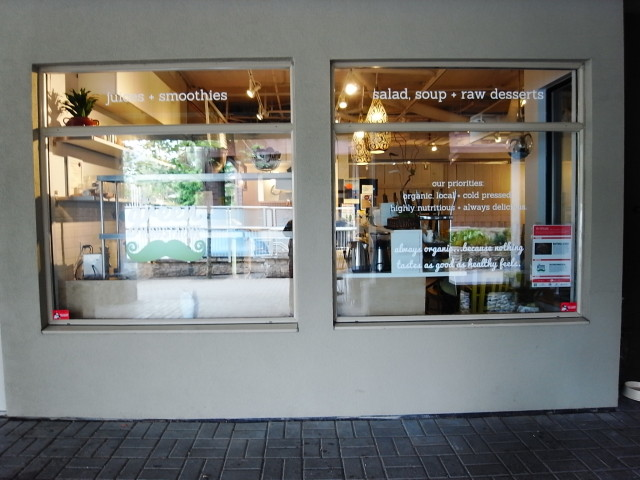 whistlerrawfoodcafe03〜20140627