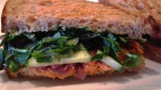 バンクーバーの有名ベーカリーに併設されているカフェのサンドウィッチが美味!