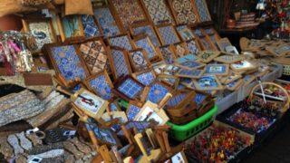 ポルトのボリャオン市場はかわいいお土産探しに最適な場所